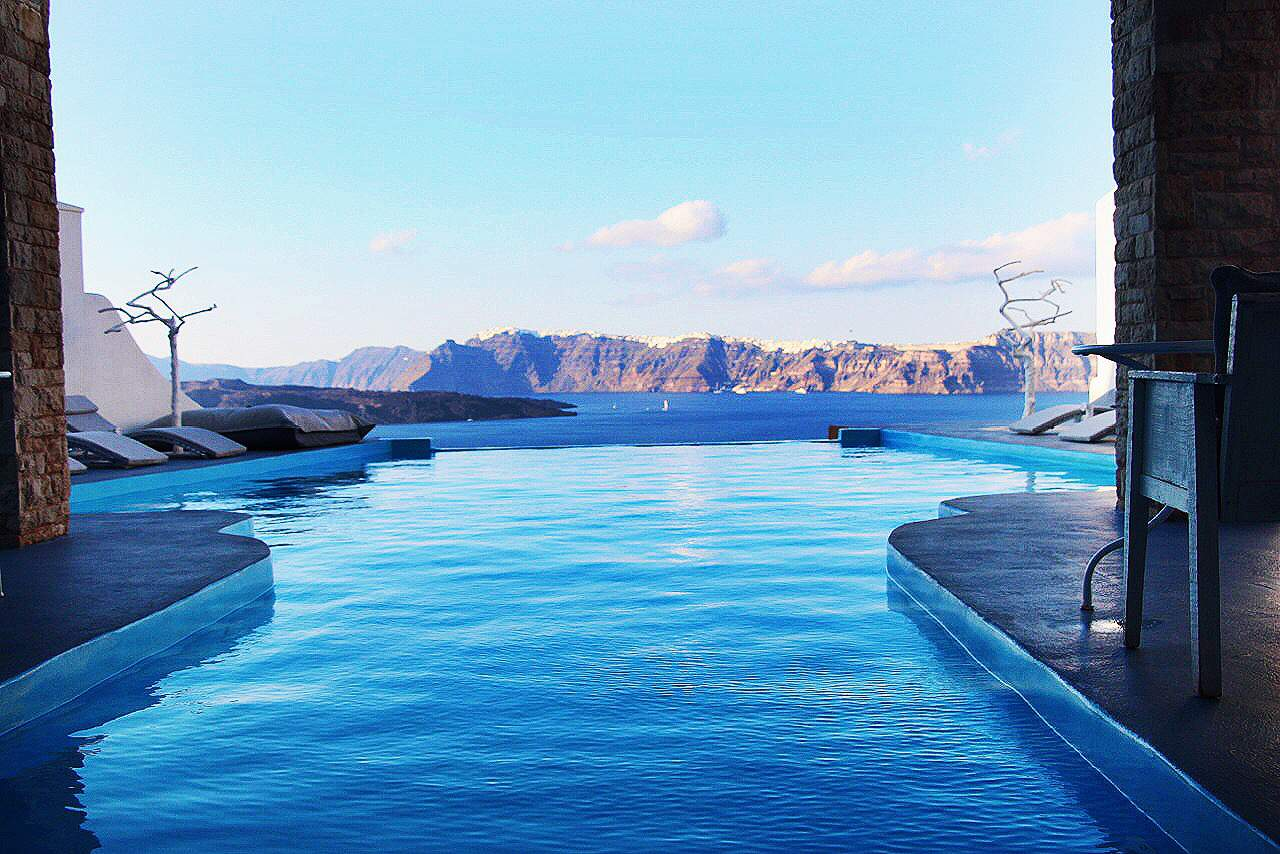 Where to stay in santorini greece astarte suites layers of happiness - Santorini infinity pool ...