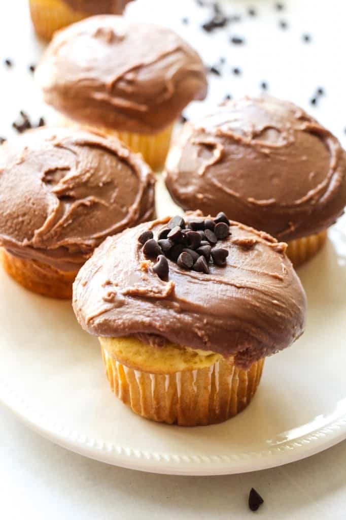 chocolate-cupcakes-with-fudge-icing-3