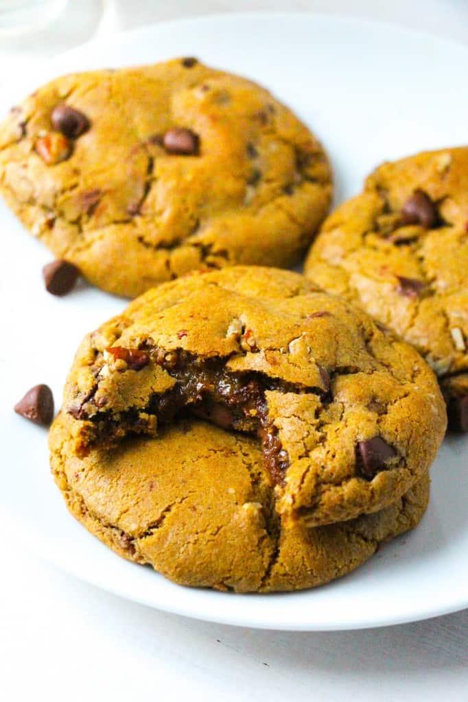 nutella-stuffed-pumpkin-chocolate-chip-cookies-3