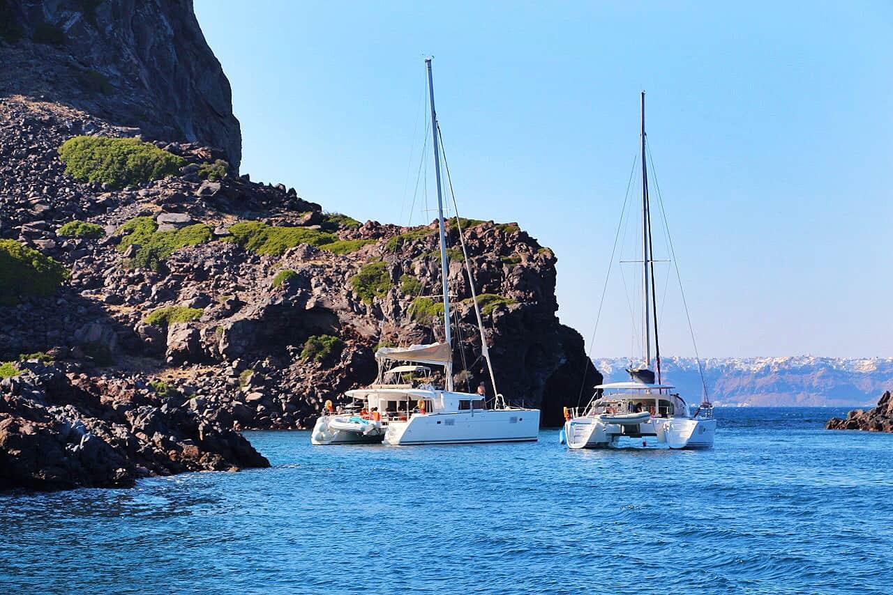 catamaran-cruise-santorini-greece