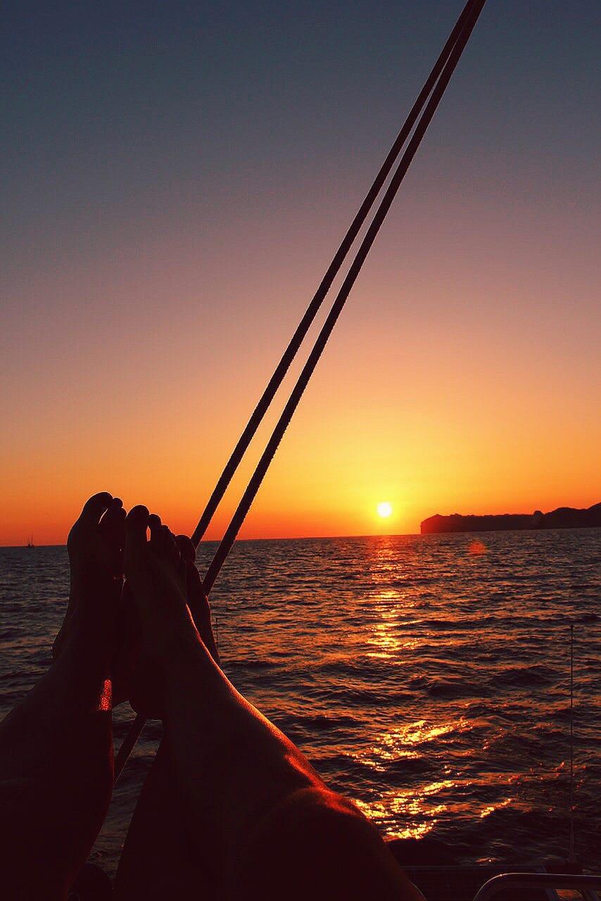 catamaran-sunset-santorini-greece